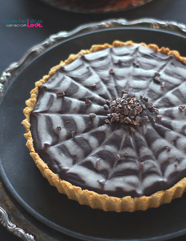 gluten-free-vegan-and-paleo-chocolate-pumpkin-tart-for-halloween