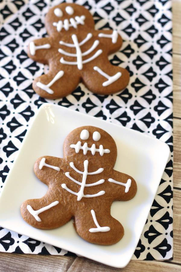gingerbread-skeleton-cookies11-600x900