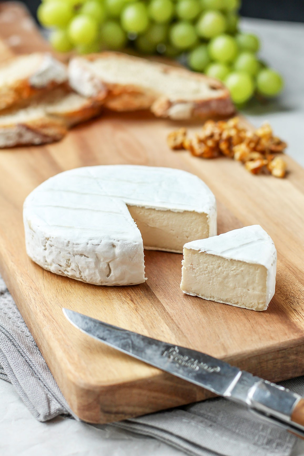 vegan-aged-camembert-cheese-15