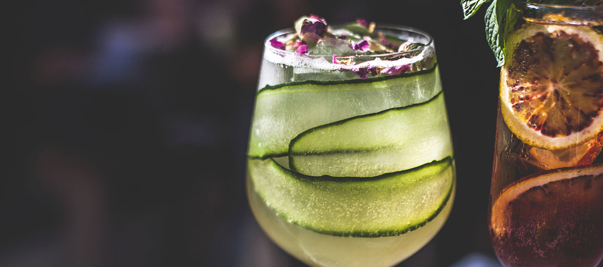 Cocktail Garnish 101: Expert Guide to DIY Garnishes