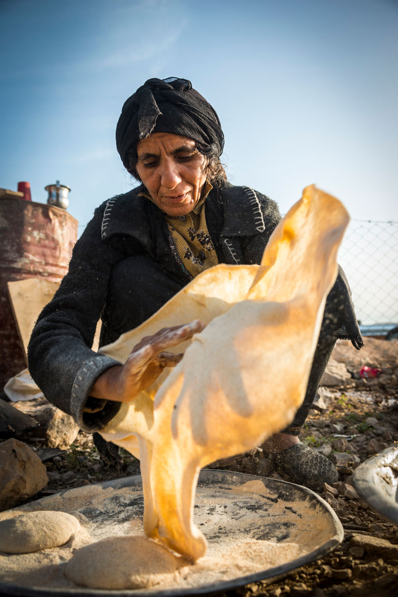 Making traditional flatbreads in Hebron. Photo credit: Frits Meyst-Masar Ibrahim.