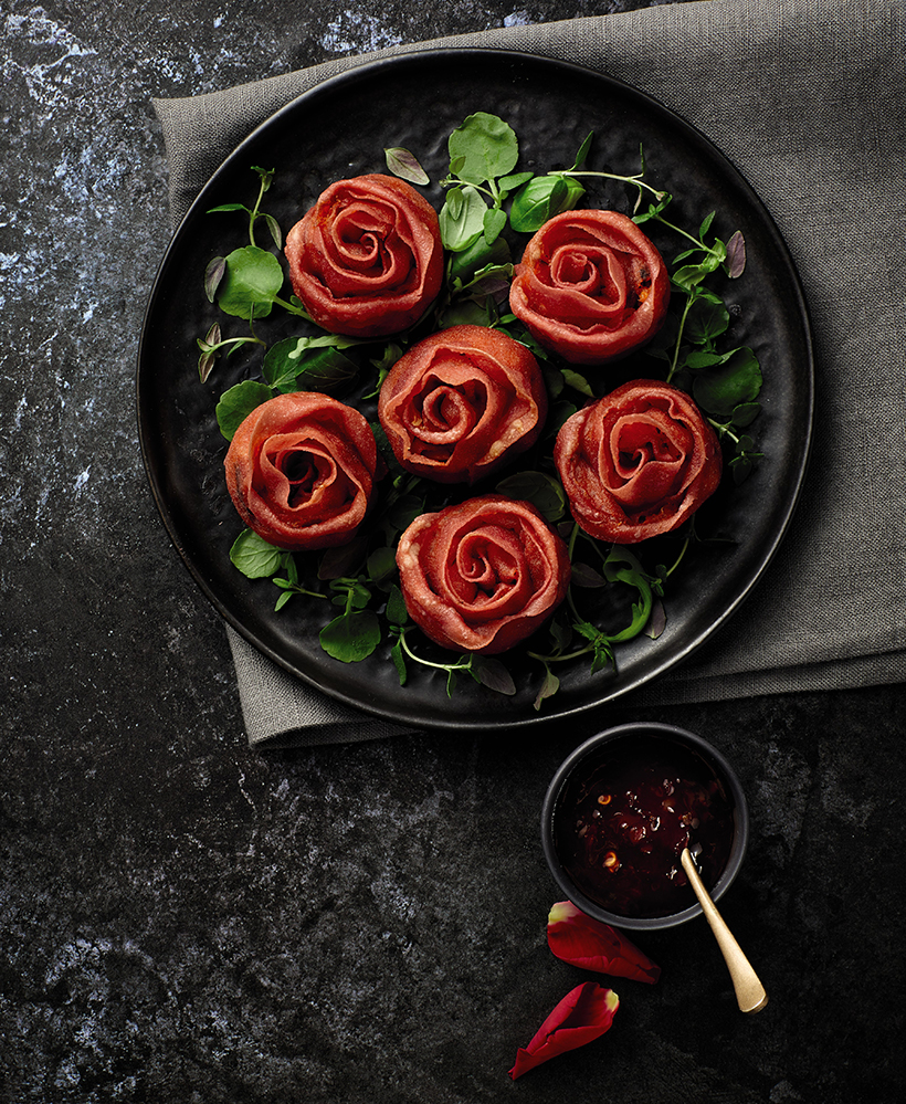 Say you care with Roses – Half a Dozen Thai Vegetable Red Roses from Aldi for just £1.99! Filled with vegetables, curry paste, spices, and wrapped in filo pastry, the bite sized floral delights are almost too good to eat!