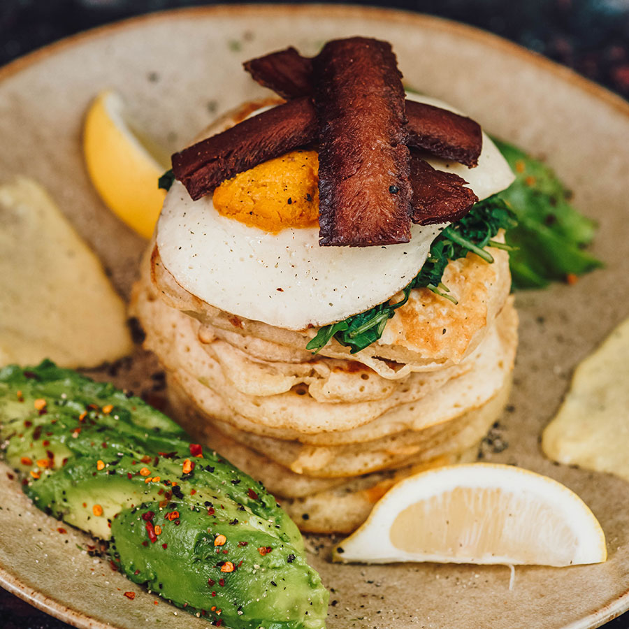 Fried 'egg', crispy 'bacon' and spinach vegan pancakes