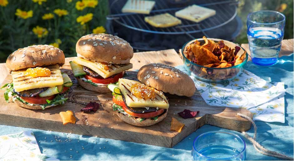 Violife's Mediterranean Style Burger recipe is perfect for outdoor feasting